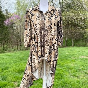 Cha cha vente snakeskin high low tunic top small